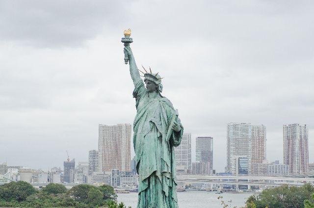 NYダウ最高値と自由の女神