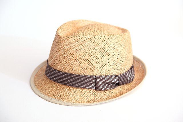 麦わら帽子は冬に買え